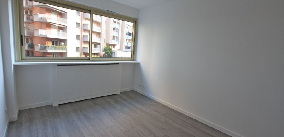 Location Appartement Monaco Studio rénové usage mixte - PANORAMA